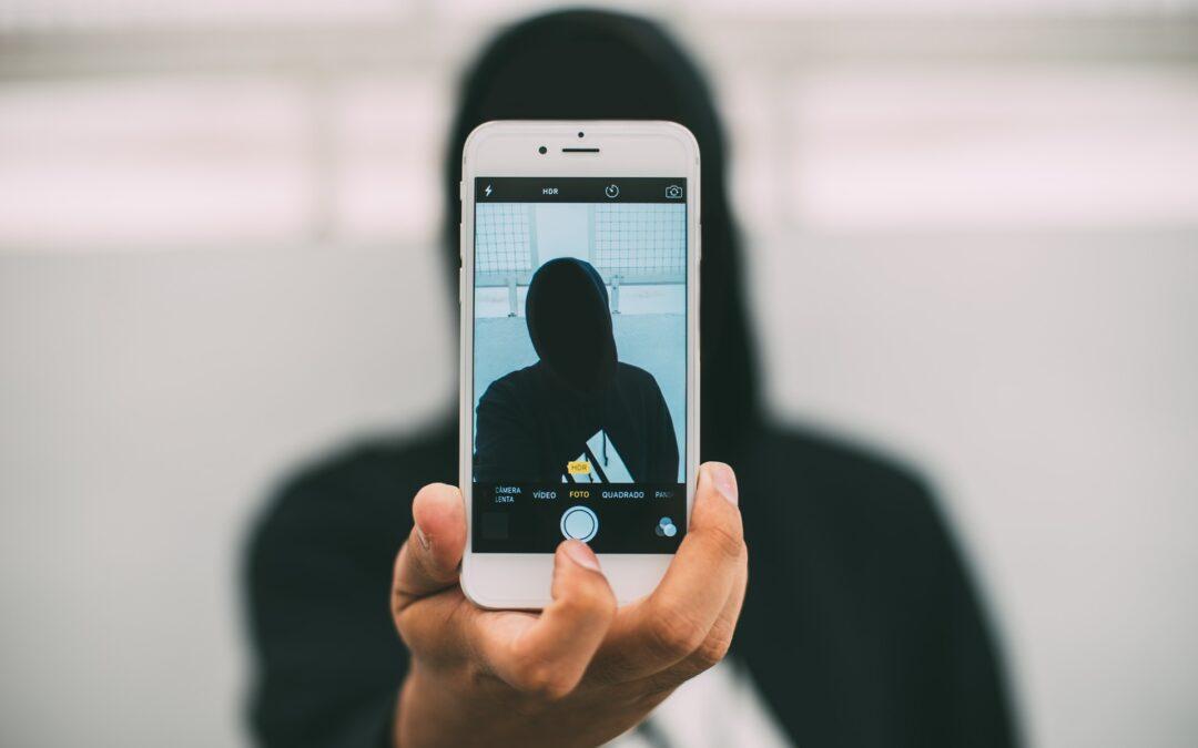 Integrados y aislados a la vez: la dicotomía de la era digital